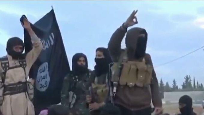 IS-Kämpfer brüsten sich gerne in perfekt inszenierten Videos ihrer besonderen Grausamkeit.