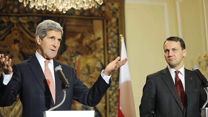 Da waren noch mehr diplomatische Worte im Spiel: US-Außenminister Kerry und Sikorski im November 2013 in Warschau.
