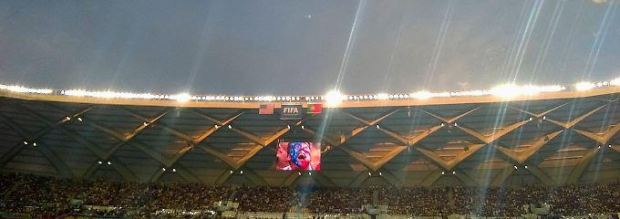 Große Emotionen im WM-Stadion von Manaus: Die Stadion-Kamera hebt den Jubel eines US-Fans aus den Massen heraus.