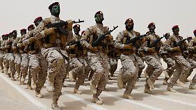 Saudische Soldaten bei einer Übung.