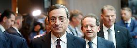 Sind die Ähnlichkeiten zum Fed-Vorgehen nur Zufall? EZB-Chef Mario Draghi auf dem Weg zur Juli-Pressekonferenz.