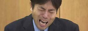 Tränenreiche Pressekonferenz: Japanischer Politiker rastet vor laufender Kamera aus
