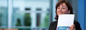 Marlene Mortler stellt in Berlin den Drogen- und Suchtbericht 2014 vor.