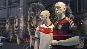 Fußball-Fans im Kaufrausch: WM-Fieber ist für Adidas und Nike Gold wert