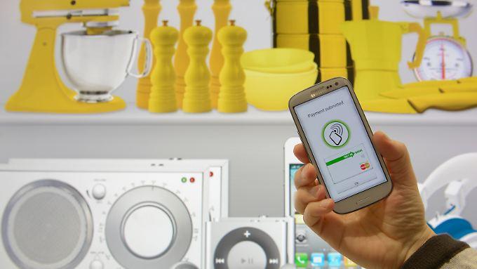 Große Supermarkt-Ketten wie Netto, Rewe und Edeka bieten bereits heute mobiles Bezahlen an.