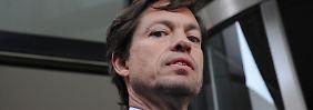 Doch eher eine Heuschrecke als ein Gutmensch? Nicolas Berggruen im Juni 2010 bei der Karstadt-Hauptverwaltung in Essen.