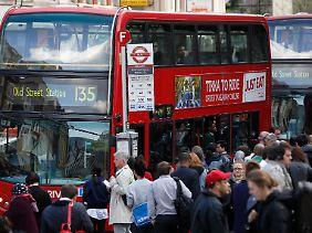 Wegen der City-Maut fahren in Londons Innenstadt viele Busse und Taxis.