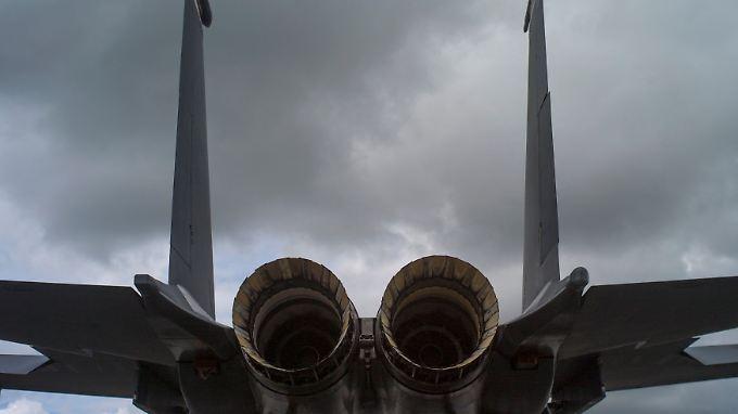 """Das Heck einer F-15E """"Strike Eagle"""" aus US-Produktion: Ohne die Russen und die """"Lightning II"""" wittern Hersteller bewährter Maschinen neue Chancen."""