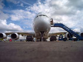 Bereit für interessierte Kunden: Eine Airbus A380 wartet auf dem Ausstellungsgelände der Farnborough International Airshow auf neugierige Besucher.
