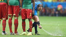 """""""Ich sehe nicht die Gefahr, dass die Schiedsrichter durch das mehrfache Bücken im Spiel einen Hexenschuss kriegen."""" (DFB-Präsident Wolfgang Niersbach über die mögliche Einführung des Freistoß-Sprays in der Bundesliga)"""