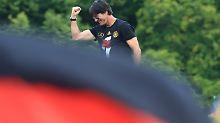 Bleibt er Bundestrainer?: Löw ballt die Faust, aber sagt einfach nichts