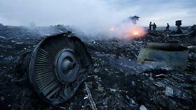 Alle Passagiere sterben: Wer schoss das Flugzeug über der Ukraine ab?