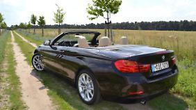 Für Abtrieb sorgt auch die Spoilerlippe am Heck des 4er Cabrios.