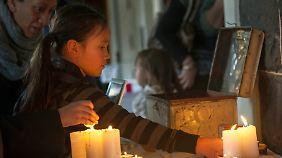 In den Bürgerkrieg hineingezogen: Gemeinden rund um den Globus trauern um MH17-Opfer
