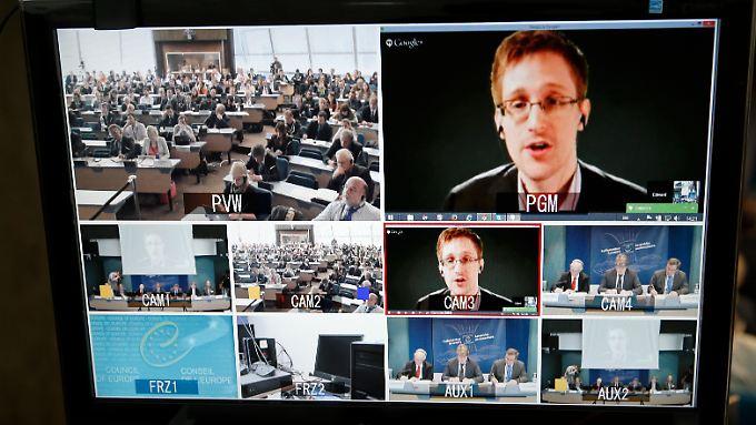 So stellt es sich die Bundesregierung vor: Snowden bleibt in Moskau und wird per Live-Schalte befragt. Doch die Vorstellung, dass er sich auf diese Weise garantiert  unbeobachtet und damit uneingeschränkt einlassen könnte, ist absurd.