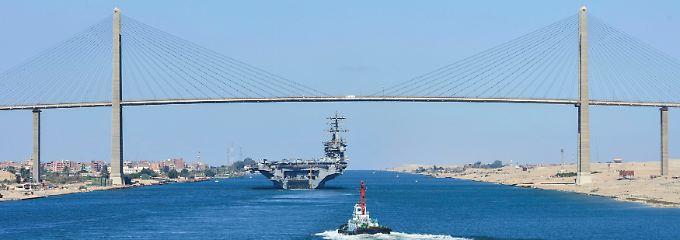 Hier muss alles durch: Die Suezkanalbrücke verbindet die Halbinsel Sinai mit Ägypten. Die maximale Durchfahrtshöhe beträgt 70 Meter.