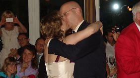 Der Verlobungs-Kuss im Juni 2011.