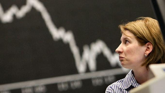 Erst stark runter, dann wieder etwas rauf - am ende stehen aber negative Vorzeichen bei den deutschen Börsenindizes.