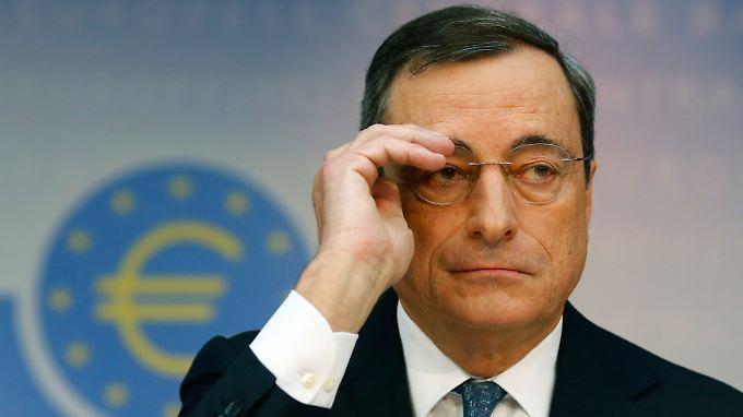 Um der Mini-Inflation zu begegnen, könnt es auch zum Kauf von Kreditpaketen durch die EZB kommen, sagte Draghi.