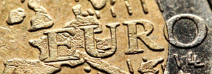 Der Leitzins bleibt unverändert, der Euro-Kurs tanzt.