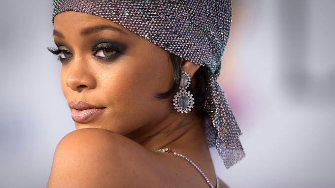 Rihanna steht auf Fußball.