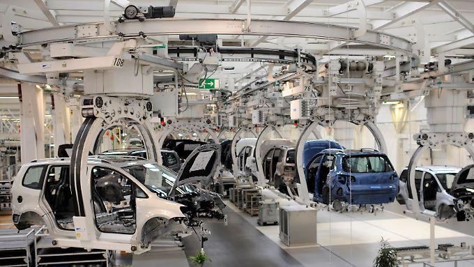 VW-Produktion von Touran und Tiguan in Wolfsburg. Probleme bereiten Experten zufolge identische Komponenten in verschiedenen Karosserievarianten.