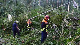 Hunderte Helfer waren im Einsatz.