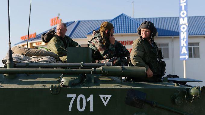 Es handelt sich um Transportpanzer, wie Reuters-Reporter beobachtet haben.