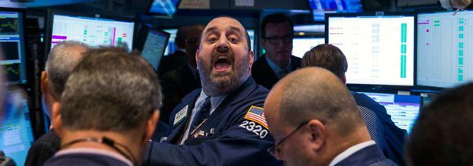 Der erste Börsencrash fand an der New Yorker Börse statt, riss alle übrigen Finanzplätze mit sich und läutete die Depression der dreißiger Jahre ein. Im Jahre und am Oktober kam es ebenfalls zu einem dramatischen Kurseinbruch an der New Yorker Börse und auch an den übrigen Börsen. Dieser Crash bewirkte einen Rückgang der Kurse in einzelnen Werten von bis zu 30 % an.