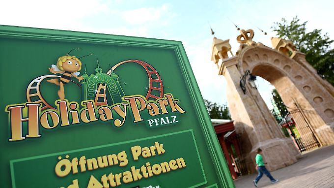 """Mutter muss Unfall mitansehen: Mädchen stirbt auf Karussell in """"Holiday Park"""""""
