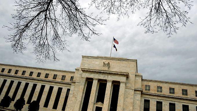 Bei der US-Notenbank Fed ist die Mehrheit der Ausschuss-Mitglieder noch gegen eine frühzeitige Zinserhöhung.