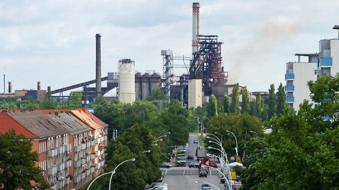 Blick auf das Stahlwerk von Arcelor Mittal in Eisenhüttenstadt.