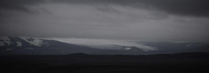 Dunkle Wolken über dem Bardarbunga.