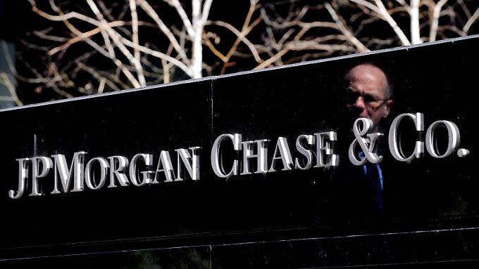 Die US-Großbank JPMorgan will 1000 neue Mitarbeiter für mehr Cyber-Sicherheit einstellen.