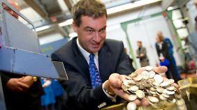 Bayerns Finanzminister Söder will mehr Steuern direkt in Bayern einnehmen - und sie nicht gleich nach Berlin überweisen.