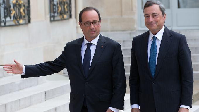 Frankreichs Präsident Francois Hollande (l.) und EZB-Chef Mario Draghi warnen vor weiteren Rückschlägen für die Konjunktur.
