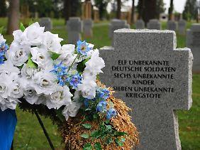 Grabstein auf dem deutschen Soldatenfriedhof im tschechischen Cheb.