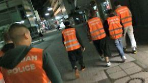 """Polizei und Politik alarmiert: Islamisten ziehen als """"Scharia-Polizei"""" durch Wuppertal"""