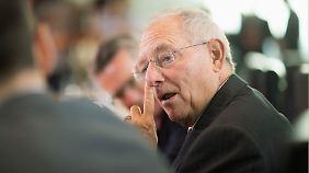 Schäuble will den verhassten Soli kippen - mit Finanzausgleich.