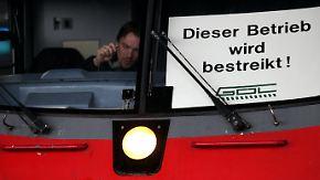Zwei Gewerkschaften im Klinsch: Bei der Bahn stehen alle Zeichen auf Streik
