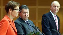 Ernste Mienen bei der SPD: Sigmar Gabriel mit Heike Taubert und Dietmar Woidke.