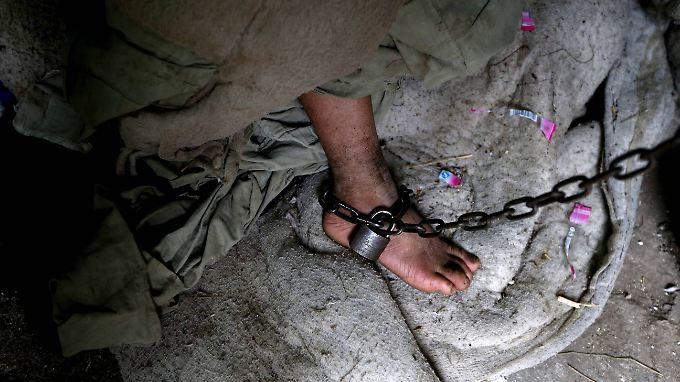 Auch deutsche Salafisten sollen an Folterungen von IS-Gefangenen beteiligt sein.