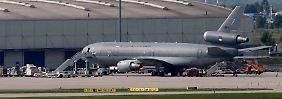 Ein Transportflugzeug der niederländischen Luftwaffe soll die Waffen von Leipzig aus in den Irak bringen.