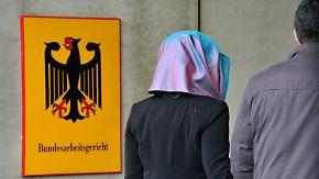 Urteil zur Religionsfreiheit: Kirchliche Einrichtungen dürfen Kopftuch verbieten