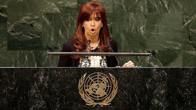 """Argentiniens Präsidentin Christina Fernandez de Kirchner schießt vor den Uno-Vollversammlung ein Breitseite gegen die """"Geierfonds"""" ab."""