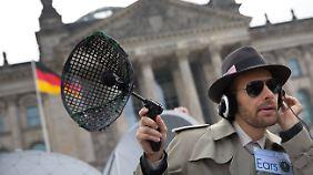 Vor der Sitzung des Untersuchungsausschusses fand vor dem Reichstag eine kleine Demonstration gegen die NSA-Überwachung statt.