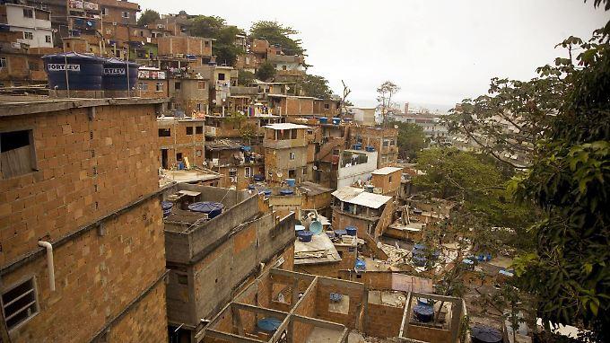 Blick auf die Favela Cantagalo in Rio de Janeiro.
