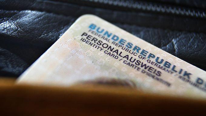Ausreisesperre für Dschihadisten: Koalition erwägt Markierung in Personalausweisen