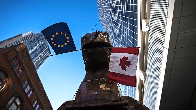 Anti-Ceta-Protest in Ontario: Auch in Kanada fürchten sich Bürger vor der Übermacht der Konzerne, die durch Investitionsschutzabkommen entstehen könnte.