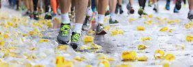 Flüssigkeit ist wichtig. Der Marathon ist auch ein Ernährungswettkampf.